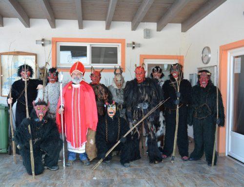 Nikolaus und Krampus erfreuten Kinder aus Ludersdorf-Wilfersdorf